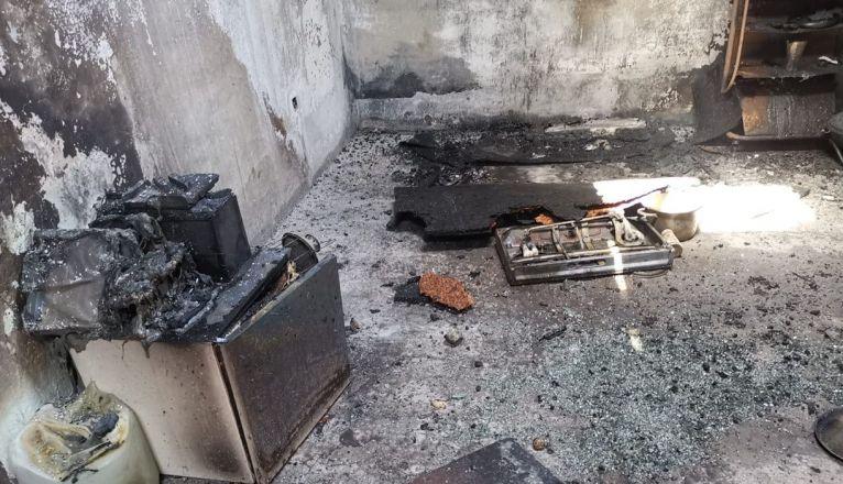 Estado de la vivienda incendiada en Playa Quemada